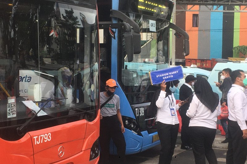 5 rute TransJakarta beroperasi di depan Stasiun Tanah Abang