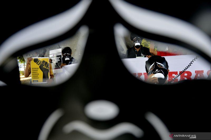 Kemarin, revisi UU ITE hingga kekerasan jurnalis