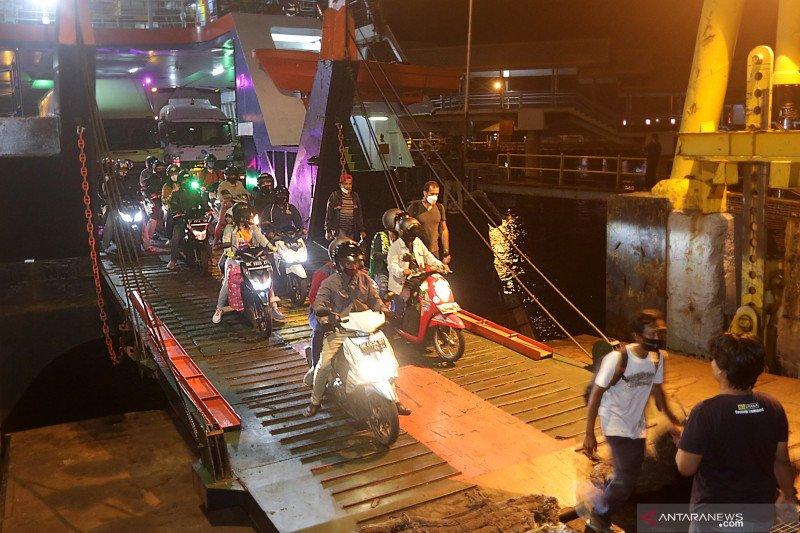Kendaraan roda dua dominasi peningkatan penumpang kapal dari Bali