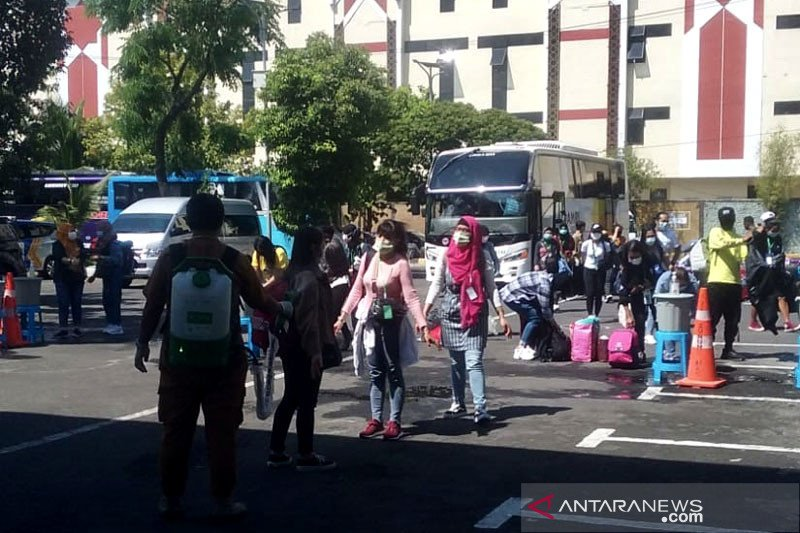 3.636 pekerja migran di Jatim diisolasi, 33 orang positif COVID-19