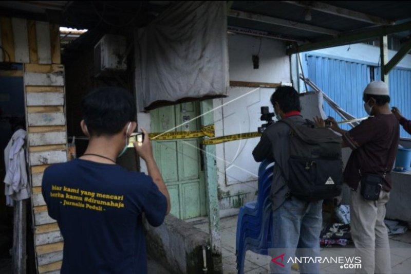 Densus 88 amankan barang dari markas eks FPI di Makassar