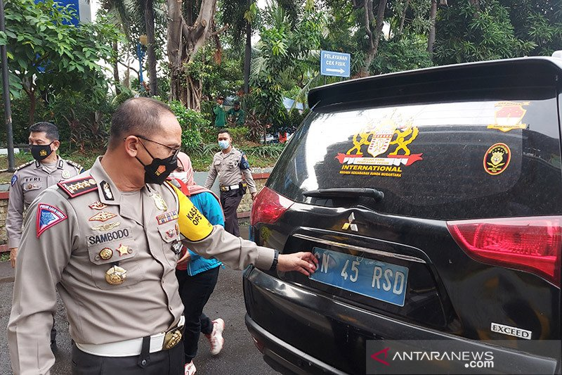 Polisi periksa kejiwaan pengemudi mobil berplat