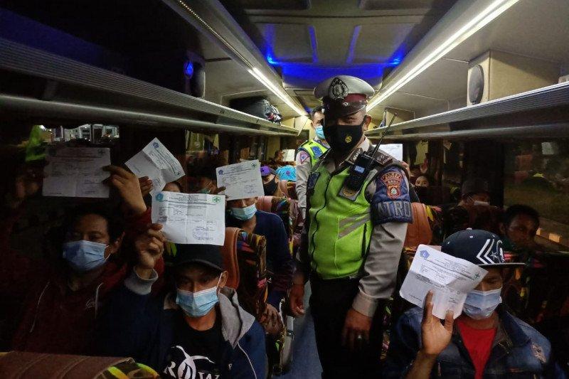 Ratusan penumpang tanpa surat tes antigen terjaring di terminal Mengwi
