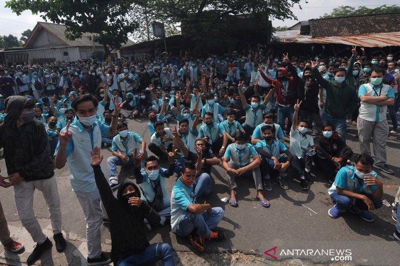 Demo ketidakpuasan THR buruh pabrik di Boyolali