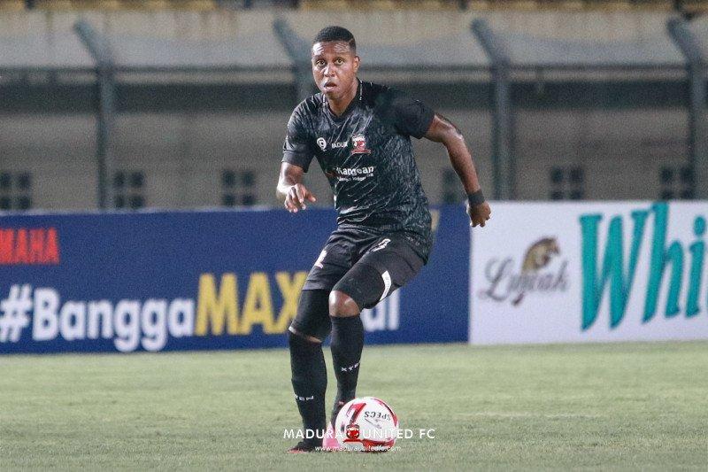 Sepak bola Indonesia dan Brazil di mata Jaja