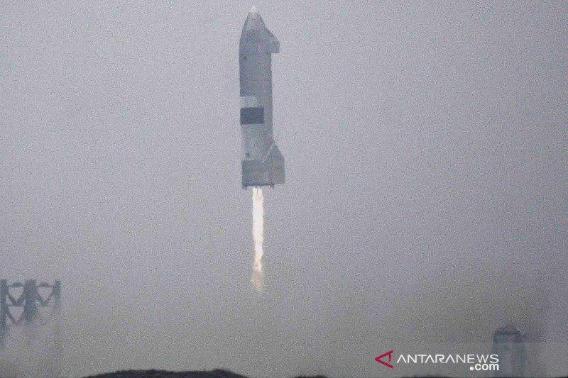 Miliarder Elon Musk kembali uji coba pesawat ruang angkasanya