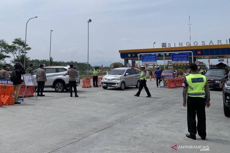 Puluhan kendaraan mudik menuju Malang diminta putar balik