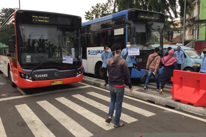 Animo pengguna bus gratis di Stasiun Tanah Abang meningkat