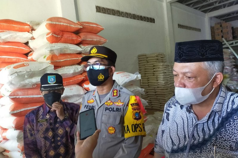 Polisi Bangka Barat minta warga laporkan penimbun sembako