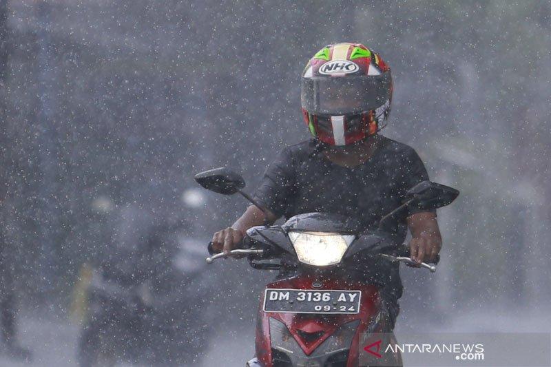Hujan lebat diprakirakan terjadi di beberapa daerah di Indonesia