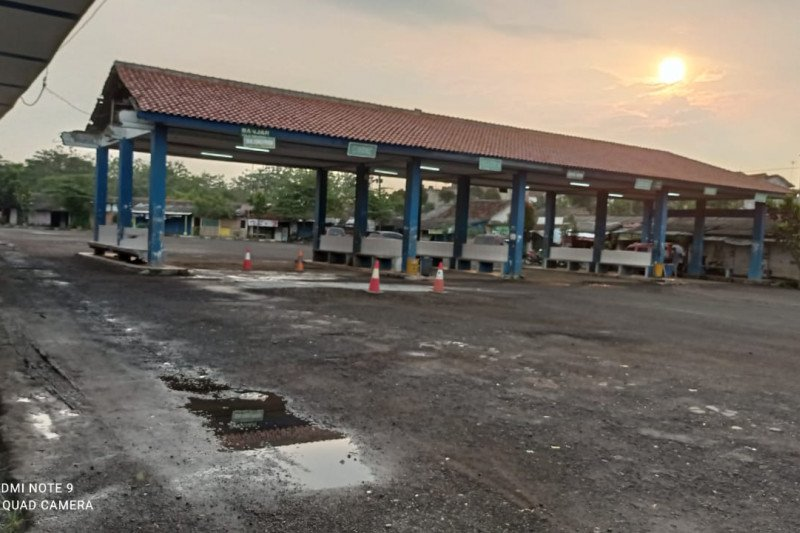 Terminal Bus Mandala Rangkasbitung ditutup selama larangan mudik