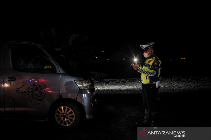 Penyekatan kendaraan di perbatasan Bandung-Garut