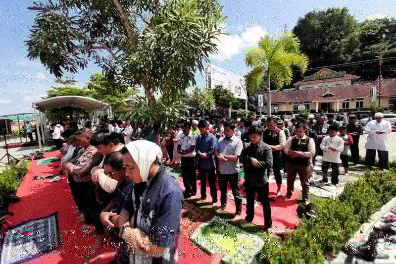 Pemprov Kepri imbau warga shalat Idul Fitri di lapangan