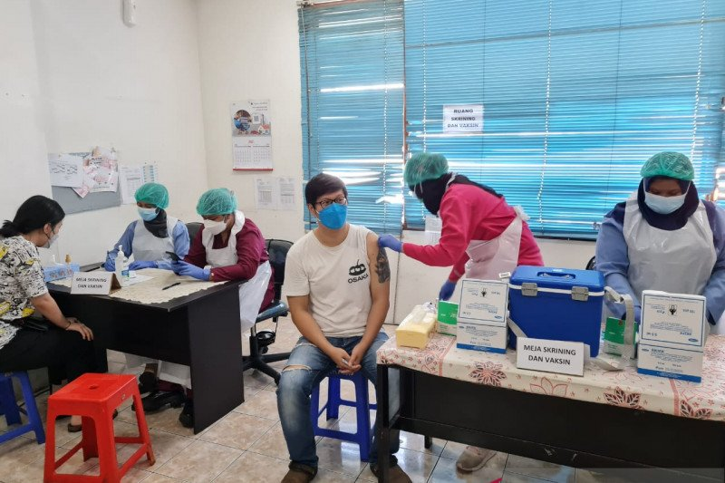 Anies lapor Wamenkes soal warga meninggal usai vaksinasi AstraZeneca