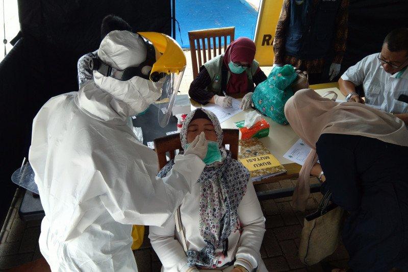 Pengendara mobil pribadi jadi sasaran tes usap di tol Jawa Barat