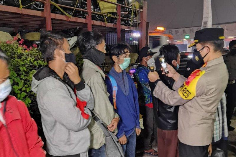 Truk pengangkut motor yang bawa pemudik diamankan polisi di Tangerang