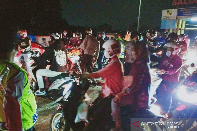 Polisi putarbalik ratusan pemudik lintasi