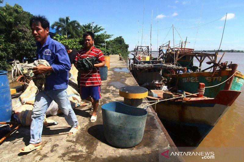 Berburu teripang secara ilegal, kapal nelayan Vietnam ditangkap di Kubu Raya