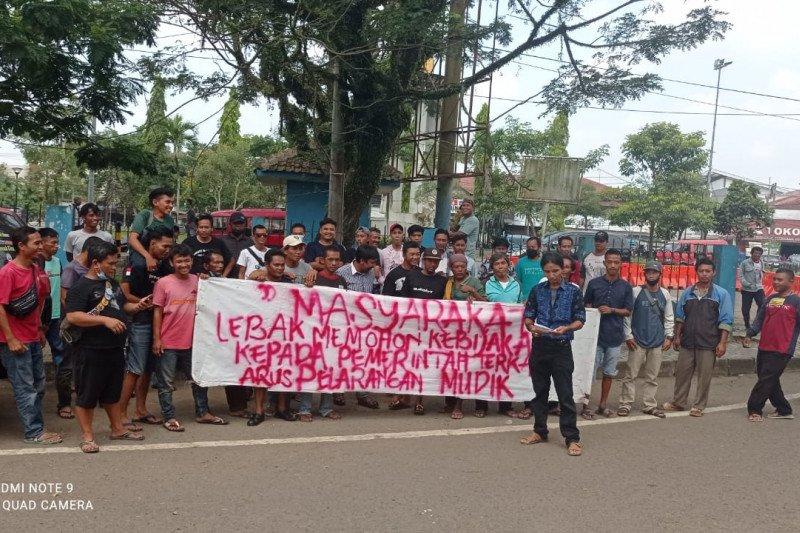 Sopir angkot Rangkasbitung minta pengoperasian kembali stasiun KA
