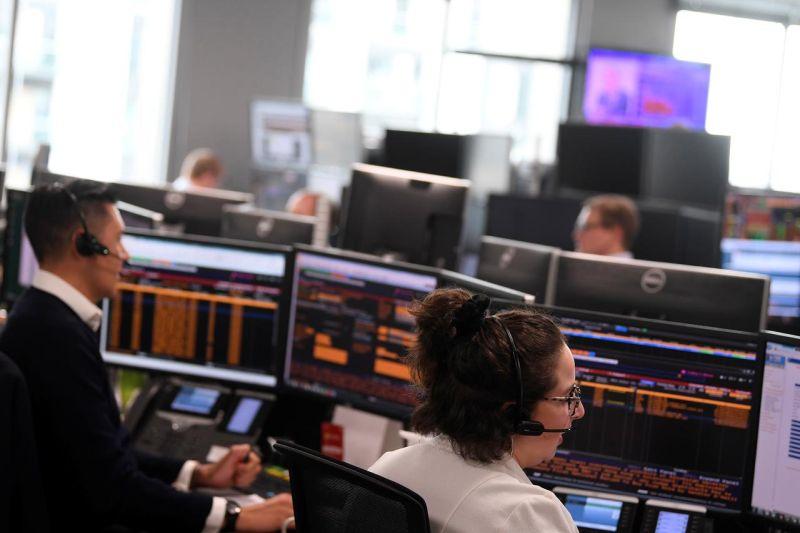 Saham Inggris jatuh hari kedua, indeks FTSE 100 anjlok 2,47 persen