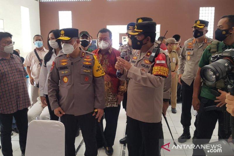 Kapolda Metro Jaya tinjau vaksinasi ratusan orang di Jakarta Barat
