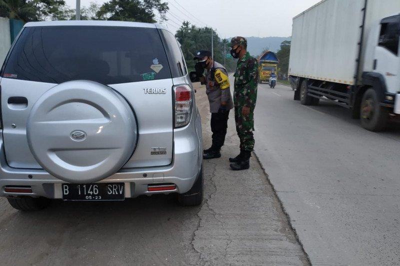 Polda Lampung putar balik delapan kendaraan larangan mudik Lebaran