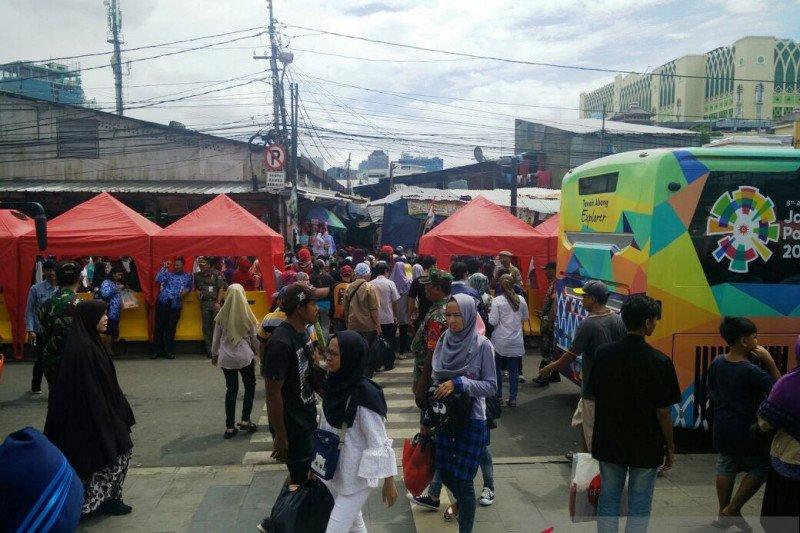 Jakarta kemarin, Pasar Tanah Abang ramai hingga patroli laut