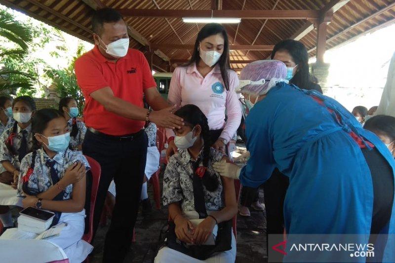 Pemkab Gianyar vaksinasi kanker rahim siswi SMP