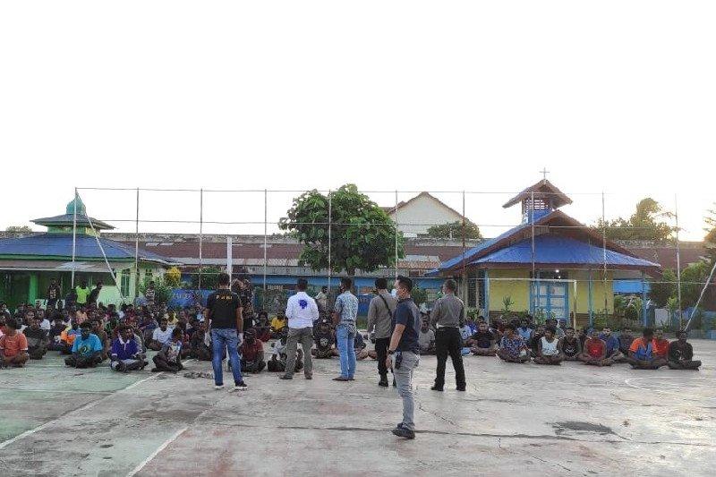 Tiga sipir memeriksa kematian narapidana di penjara Merauke