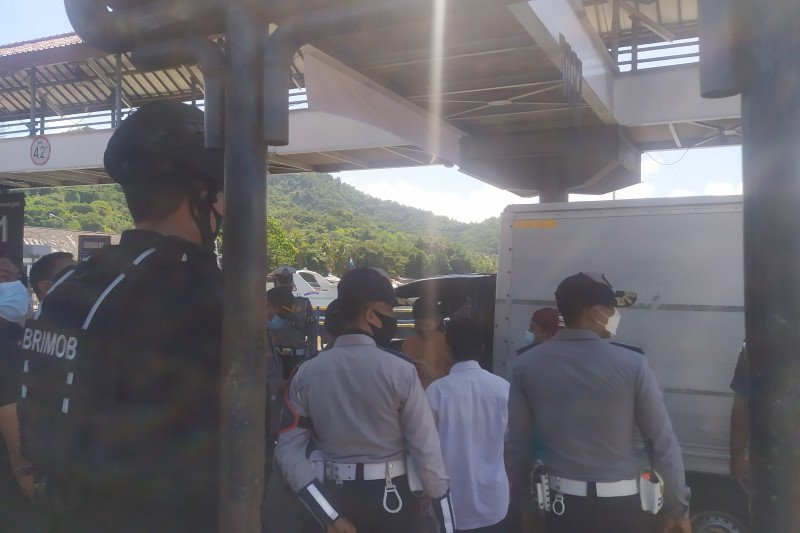 Satgas temukan modus pemudik nyelinap dalam truk logistik di Padangbai