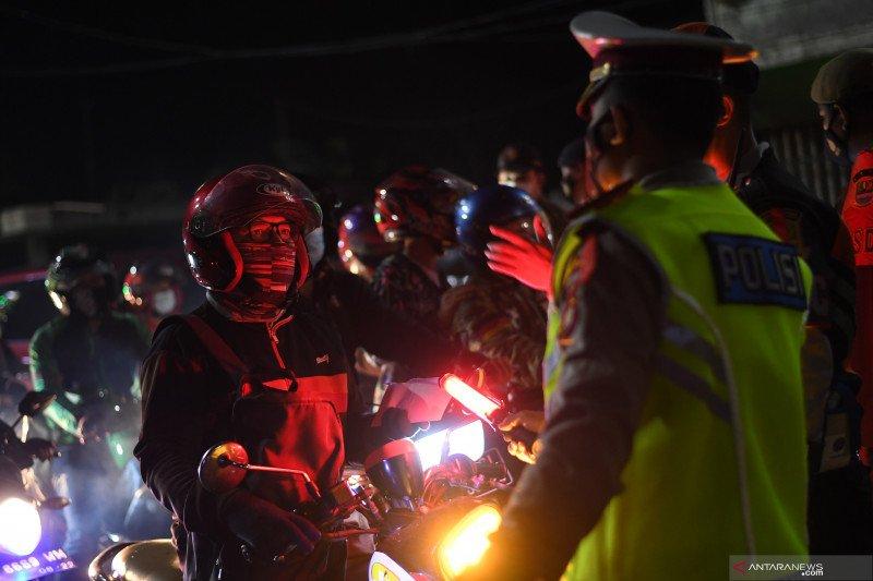 Polda Metro Jaya terus berjibaku cegah kerumunan masyarakat