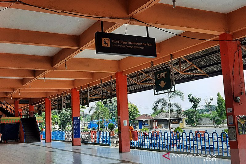 Terminal Kampung Rambutan sepi saat larangan mudik