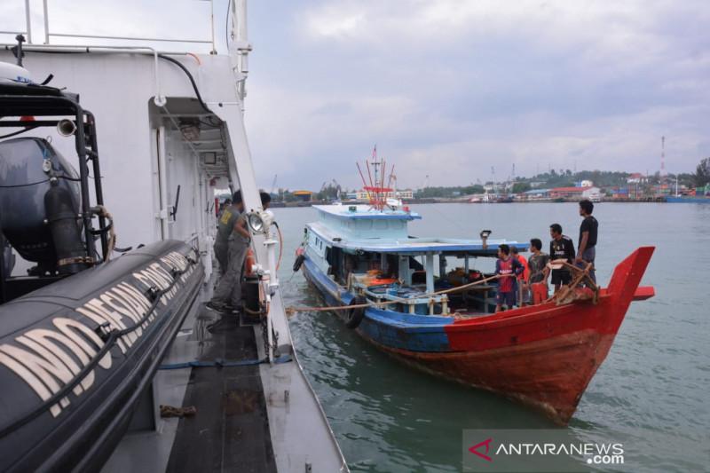 Bakamla RI jemput 8 nelayan di perbatasan Indonesia-Malaysia