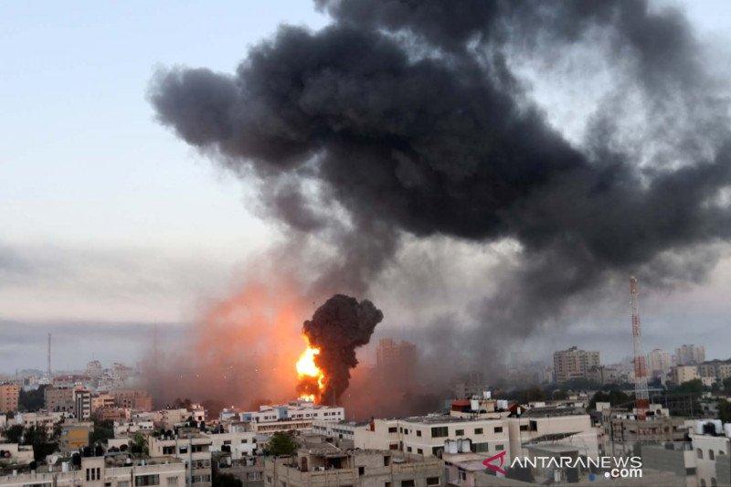 Serangan roket Palestina berlanjut jatuh di kawasan perdagangan Israel