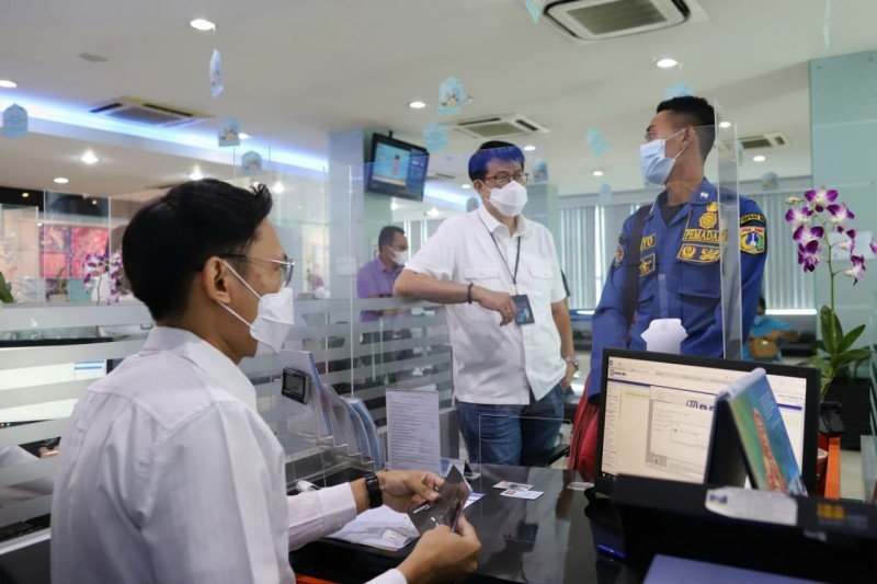 Direksi BRI meninjau layanan terbatas pada libur Lebaran