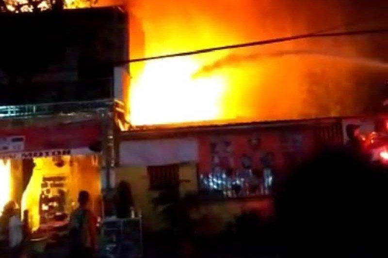 Toko onderdl motor di Kabupaten Madiun terbakar