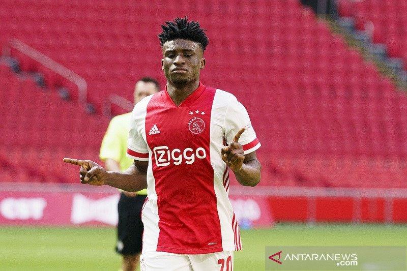 Ajax kirim VVV Venlo terdegradasi bersama ADO Den Haag