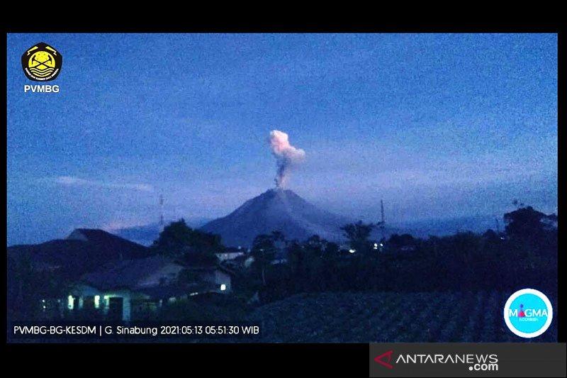 Gunung Sinabung dua kali semburkan abu vulkanik setinggi 1.000 meter