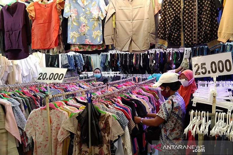 Pedagang baju bekas Pasar Senen raup omzet hingga Rp12 juta per hari
