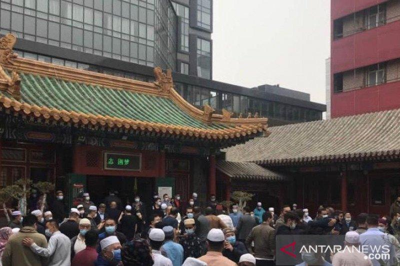 Jamaah shalat Idul Fitri di China membeludak