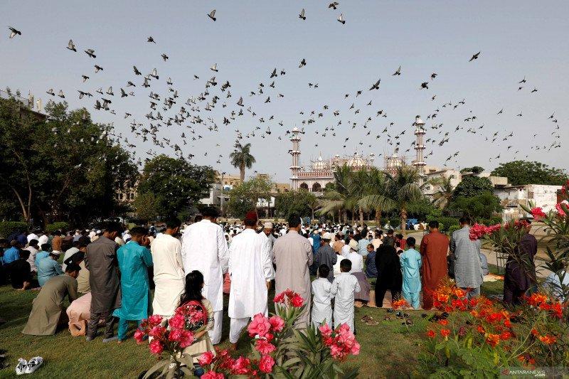 Shalat Idul Fitri 1442 H di berbagai negara