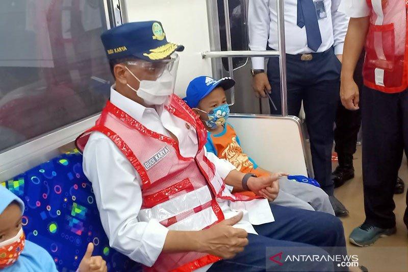 Menhub minta kepala daerah aglomerasi awasi penumpukan penumpang