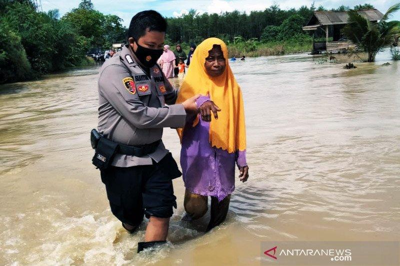 Belasan ribu jiwa di lima desa terdampak banjir Satui, Kalsel