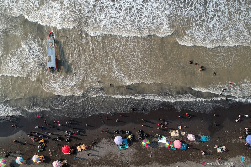 Kapasitas pengunjung wisata pantai libur Lebaran