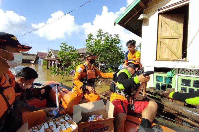 SAR gabungan salurkan bantuan logistik ke lokasi banjir Satui-Kalsel