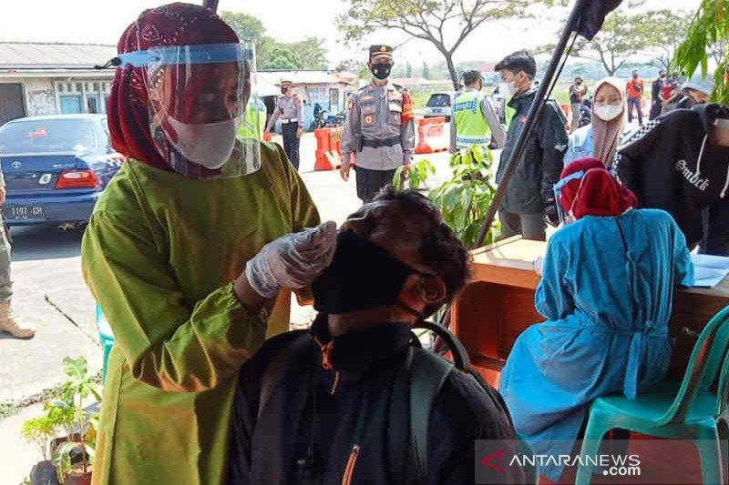 Polresta Cirebon putar balik dua pemudik reaktif COVID-19
