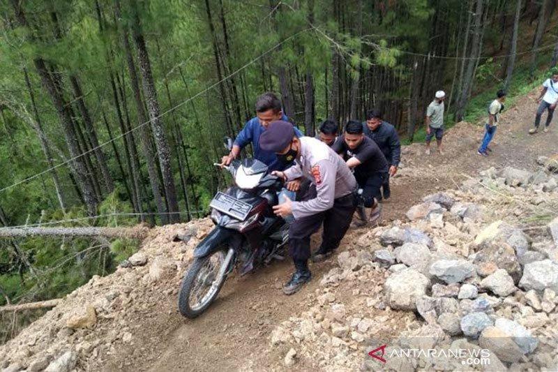Polres Gayo Lues buat jalur alternatif di titik longsor
