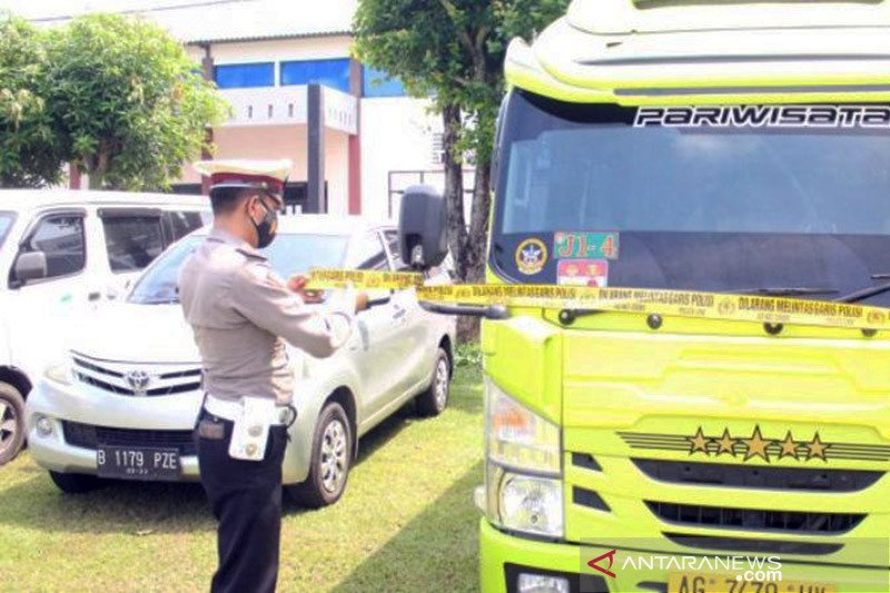 Polisi Madiun amankan empat travel ilegal angkut pemudik