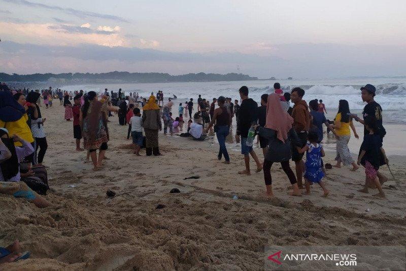 Terjadi lonjakan pengunjung, wisata pantai di Garut ditutup