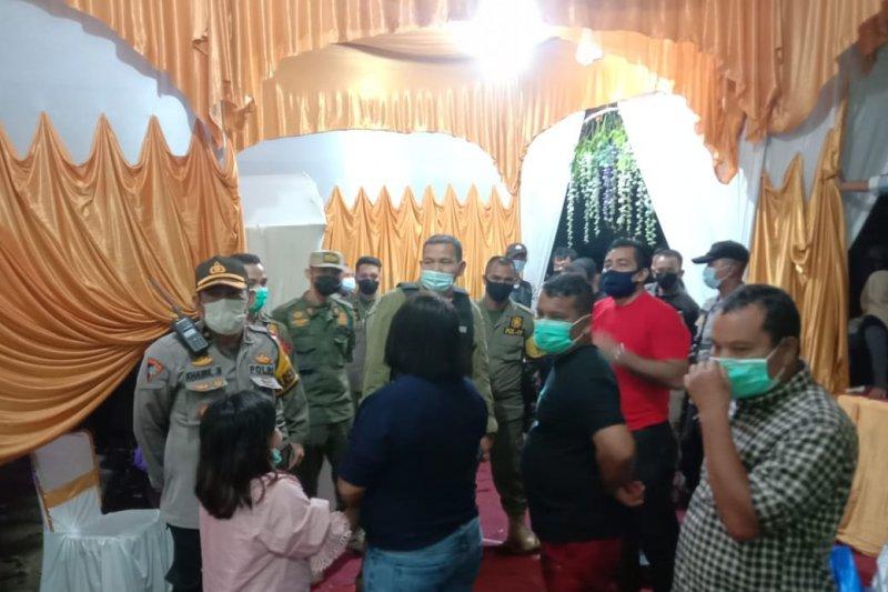Satgas COVID-19 Payakumbuh telah bubarkan dua kegiatan keramaian